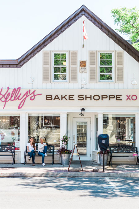The store front of Kelly's Bake Shoppe in Burlington ON