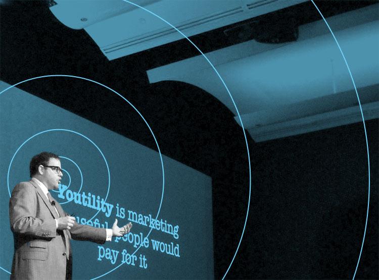 Jay Baer talking in a blue room