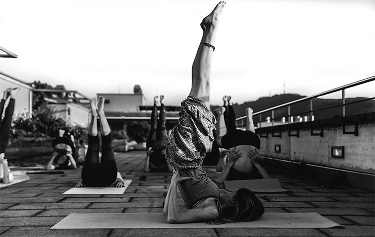 Woman teaching a rooftop yoga class.